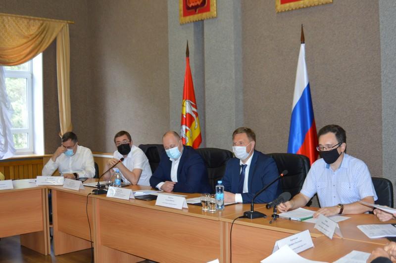 Озерские депутаты провели майское заседание